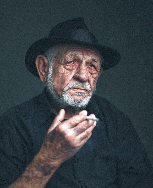 75 éves a híres festő és költő: