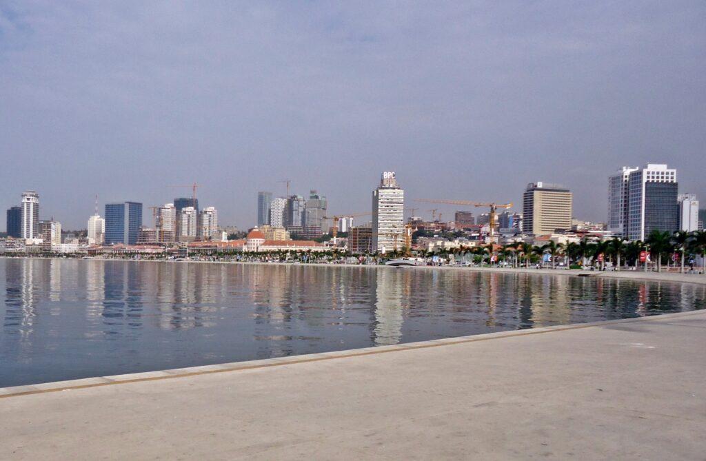 Marginal Avenida 4 de Fevreiro Luanda March 2013 05 cropped