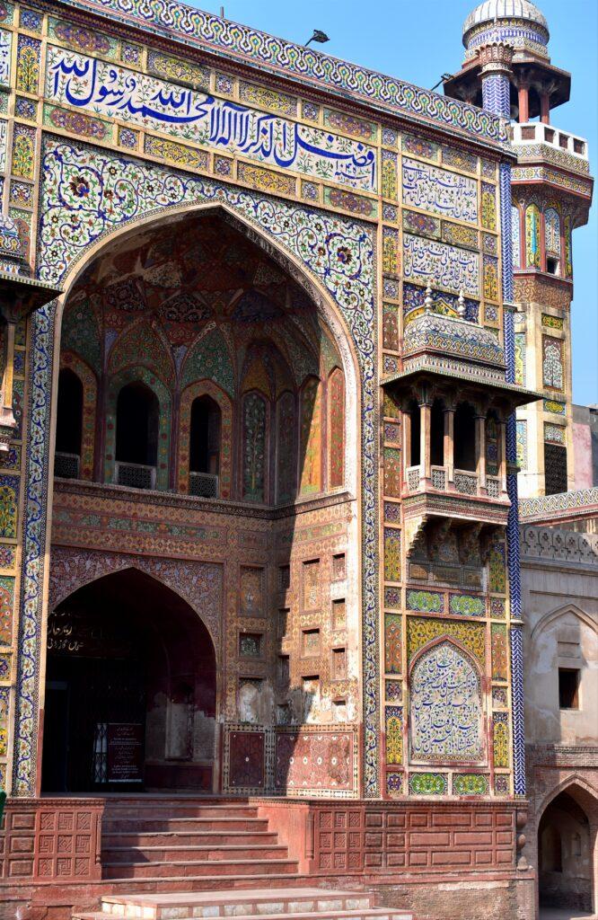 A Wazir Khan mecset csodálatos díszítése