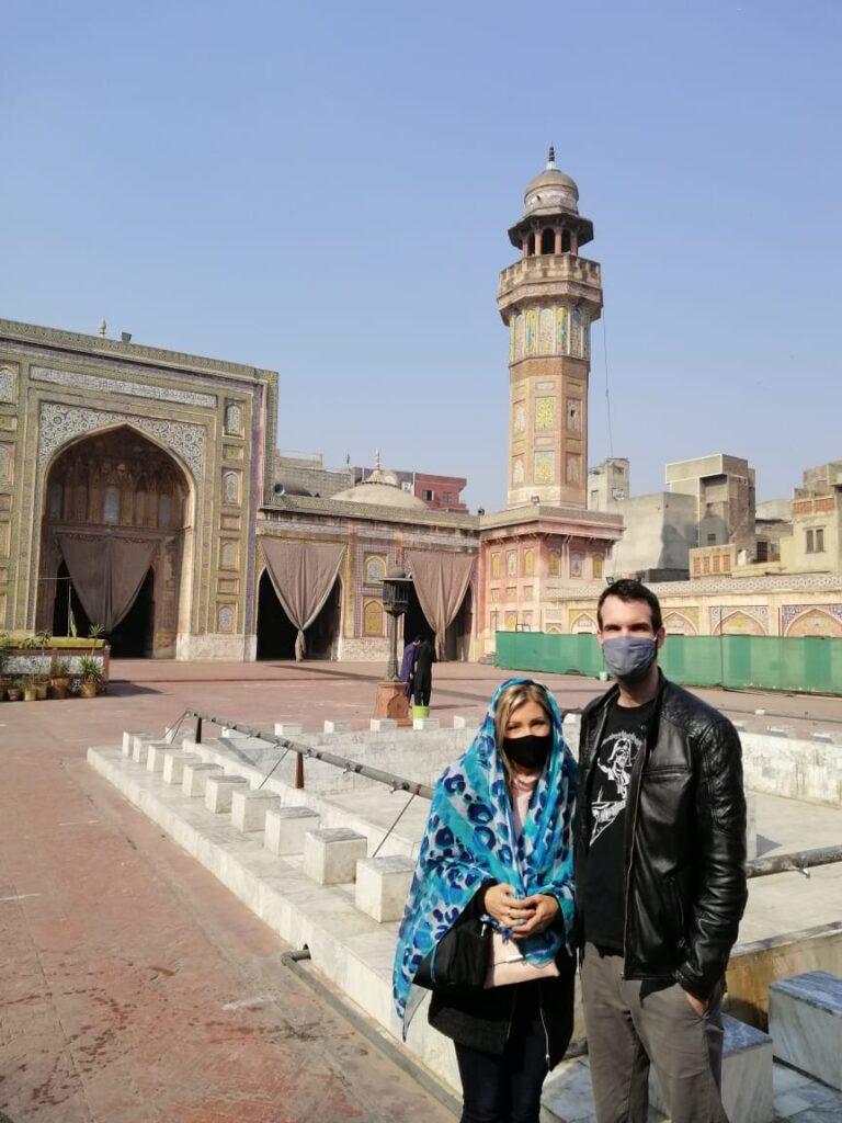 A Wazir Khan mecset belső udvarában