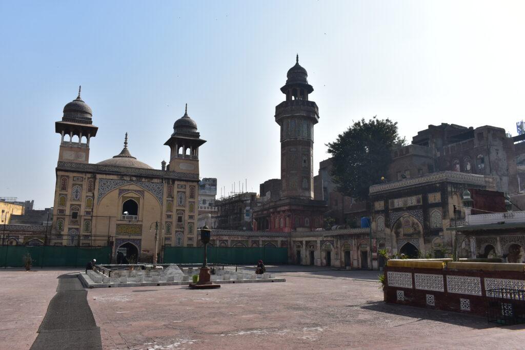A Wazir Khan mecset belső udvara - a felújítások folyamatosak a városban