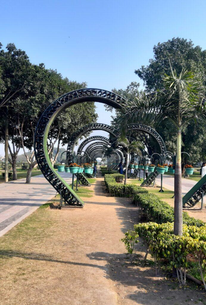 Séta az erőd előtt elterülő parkban