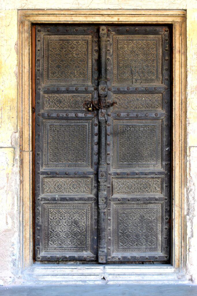 Random ajtó. Ez gyakran megesik velem, szeretem az ajtókat.