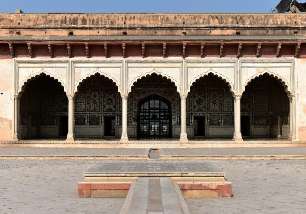 Szökőkút, háttérben a Sheesh Mahal-lal