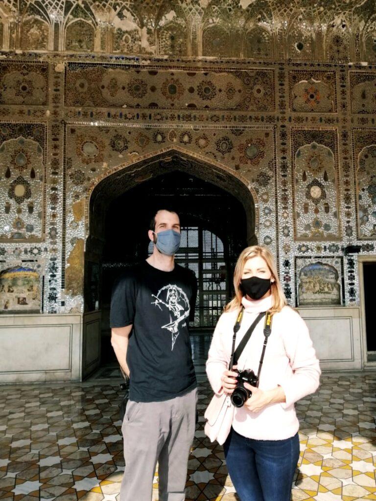 A Sheesh Mahal tükreinek csillogásában