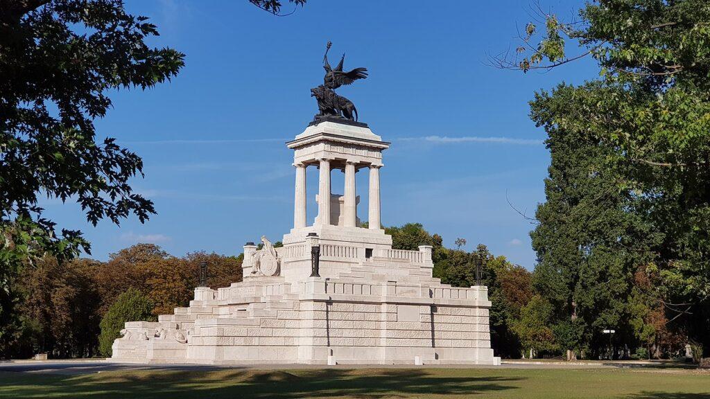 1280px Kossuth Lajos mauzóleuma a Fiumei úti sírkertben 2020 09 12