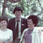 1985 – Kollár Ferenc a Chemos két értékesítőjével.
