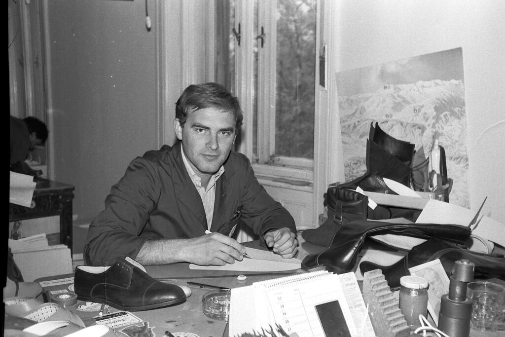 1981 – fiatal mérnők mintákat készít.