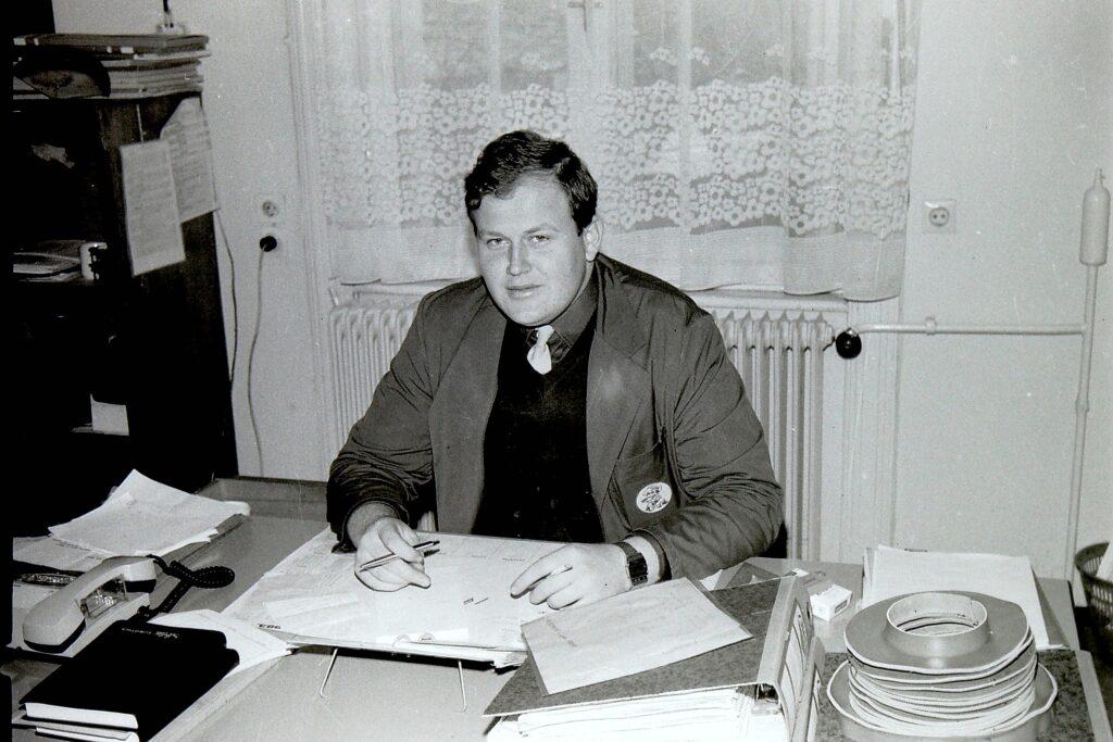 1979 – a termelés ütemezését szervező mérnök.