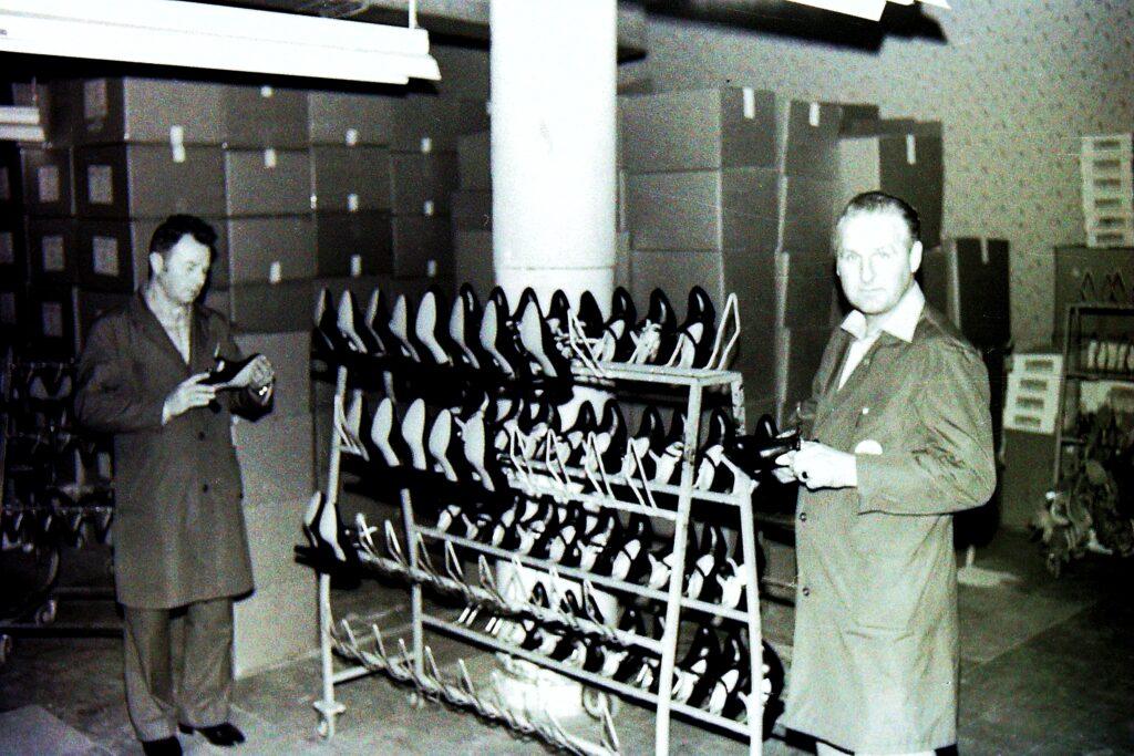 1976 – minőség-ellenőrzés a csomagolás előtt.