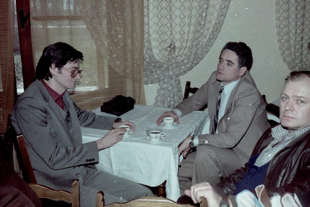 1980 – Kollár Ferenc munkamegbeszélést tart a divattervező osztály vezetőjével.