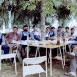 1985 – Munkaszüneti pihenő a Chemos udvarában.