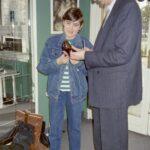 1988 – Kollár Ferenc és fia cipőmodelleket vállogatnak.