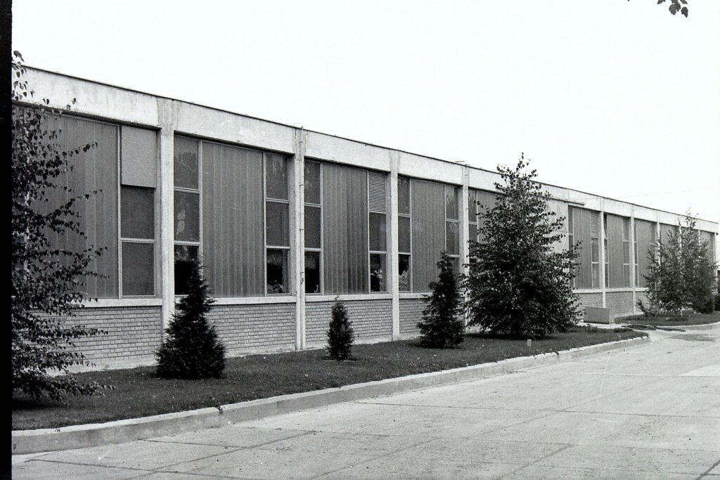 1979 – munkacsarnok.