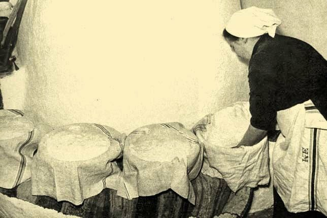 kenyérsütés kemencében kelesztőke szakajtó