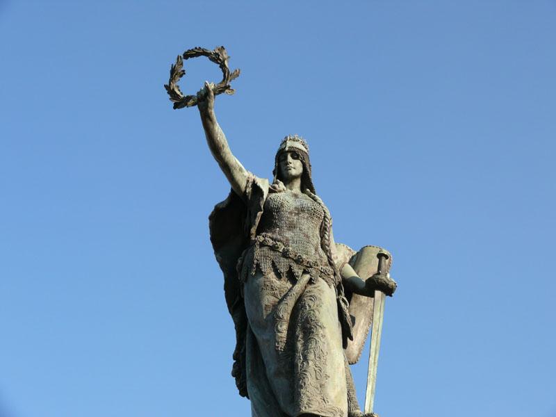 Szabadság szobor Arad Hungária alak 1